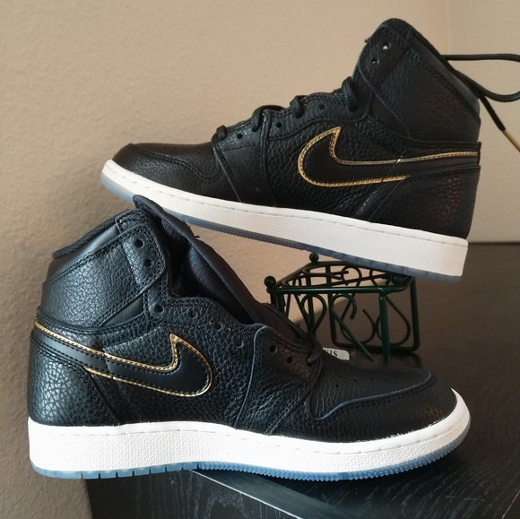 0c1763277364 Youth Nike Air Jordan 1 Retro High OG OB. M 5b634c79534ef9569fcf99d9